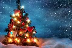 Новый Год это: снег, мандарины, реклама Кока-Колы, фейерверк, и Ирония судьбы!