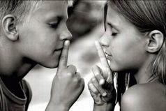 Друзья не обязаны быть совершенством, достаточно того, что в трудный час они рядом.