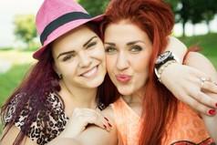 Настоящие друзья никогда не будут тыкать тебе, что они твои друзья, они просто рядом, без лишних слов.