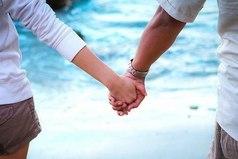 Главное в жизни иметь того человека, который, держа тебя за руку, пройдет с тобой всю жизнь! Какой бы она ни была!