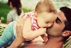 Замужнюю девушку всегда дома ждут... маленький Чекупила и большое Чепожрать!!!)))