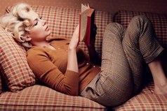 Если девушка не пьёт, не курит, спит дома ночью... это не современная девушка - это современная богиня!