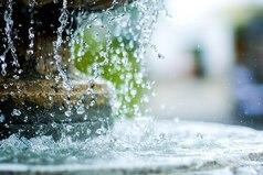 Оставь мутную воду в покое, и она станет чистой и прозрачной.