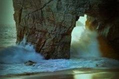 Когда Небо целует Землю, затихает даже Море и только Ветер им тихонько шепчет - любите друг друга!
