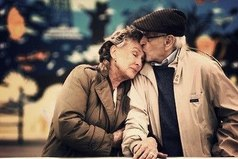 Единственное, чему учит нас смерть: спешите любить.