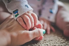Мужчины как дети: любят, чтобы их водили за руку, но считали большими.