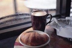 Очень люблю вечер. Особенно осенние вечера. Дождь. Чай. Минимум осветления. Только в это время можно по настоящему почувствовать себя в комфортной обстановке, почувствовать теплоту в душе, повспоминать приятные моменты в уютной и такой родной комнате.