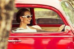 После того, как села за руль, кроме украшений и косметики, начала радоваться таким подаркам, как зимняя резина, полный бак бензина, новые дворники, канистра