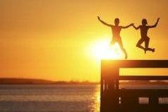 Люди бывают по-настоящему счастливы совсем не потому, что у них всё есть. А потому, что они есть друг у друга...