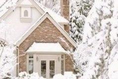 Зима - очень душевное время года, потому что чем сильнее морозы, тем теплее к друг другу становятся люди.