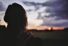 На самом деле никакие советы не помогают, если сердце болеет человеком.