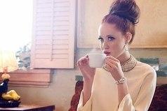 Быть леди — не значит носить красивые платья, быть леди — значит спокойно и с достоинством принимать удары судьбы, по мере сил помогать тем, кого любишь и не жаловаться, даже если кажется, что сил больше нет.