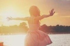 Счастье кроется не в годах, месяцах, неделях и даже не в днях, его можно найти в каждом мгновении.