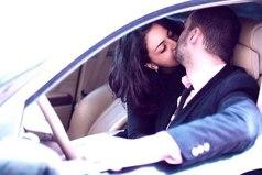 Самое драгоценное, что может подарить любящий мужчина своей любимой женщине - это свое время. Собранное бережно, по крупицам, в течение всего его дня. Никакие другие подарки, тачки, меха и бриллианты - никогда не заменят той, которая его любит - его время, посвященное только ей одной.