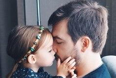 Каждый мужчина мечтает о сыне, но дочерей они все равно любят больше!