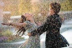 Жизнь не для того,чтобы ждать, когда стихнет ливень. Она для того, чтобы научиться танцевать под дождем.