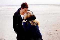 Не бойтесь лишний раз обнять близкого человека, сказать, как вы любите его... Пусть лучше будет этот раз лишним, чем недостающим.