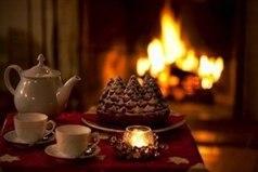 Моя мечта — в холодные зимнии вечера греть ноги возле настоящего камина, читать интересный роман и неспешно попивать чай с тобой вместе.
