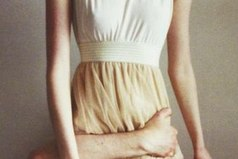 Я устал, ничего не знаю и хотел бы лишь уткнуться лицом в твои колени, чувствовать на волосах твою руку и остаться так навеки.