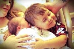 Любая мать задавалась вопросом: «Как же я могу любить еще одного ребенка так же сильно, раз первый уже занимает все мое сердце?». Когда рождается второй, понимаешь, что просто сердце становится больше.
