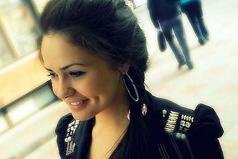 Пусть твоя улыбка меняет мир, но нe позволяй миру изменить твoю yлыбку..