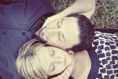 Чтобы иметь красивую и гордую осанку, женщина должна спать не на подушке, а на мужском плече.