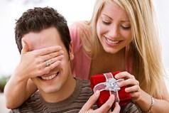 Девушки, не стесняйтесь, спрашивайте у нас, мужчин, что бы мы хотели получить в подарок на 23 февраля, а то шкафчики в ванной уже ломятся от ваших подарков!
