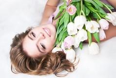 А вы накануне 8 марта тоже покупаете у бабулек цветы и приносите их домой со словами: «Дорогой, это мне мужская часть коллектива подарила!»