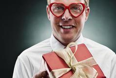 Мужчина, знающий, что подарить жене на 8 марта – редкий вид, занесенный в Красную книгу.