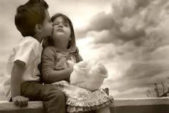 Любовь - великая художница - она закрашивает пороки любимых и рисует несбыточные картины счастья.