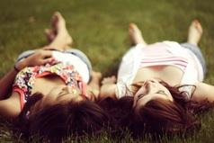 Когда парень, который мне нравится, пристает к моей лучшей подруге, я просто радуюсь «А они неплохо смотрелись бы вместе!»