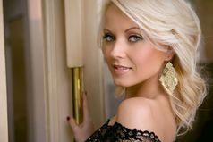 Начиная спорить с блондинкой, всегда держи в голове, что, возможно, она крашенная.