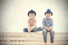 Мне иногда кажется, что брата воспитывали не мои родители: как-то чересчур не похожи наши воспитания!