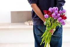 Лучший подарок для девушки к 8 марта, это присутствие рядом любимого мужчины.