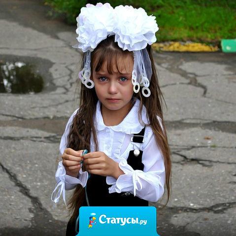 Мама на линейке в школе пустила слезу, дочь первоклашек: