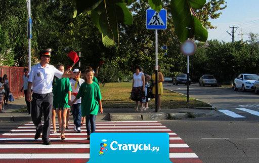 Только русский человек, перебегая дорогу на красный свет, может быть сбит, бегущим навстречу пешеходом.
