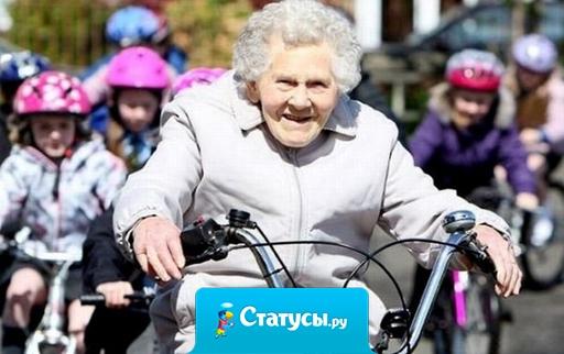 Пенсионерка Людмила Валентиновна так спешила на последнюю электричку, что догнала предпоследнюю.
