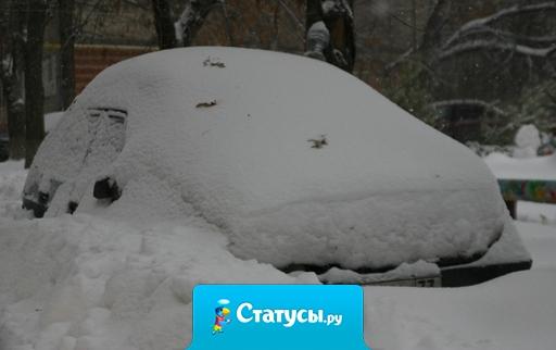 На просьбу ГАИ по возможности не выезжать на дороги в снегопад отреагировали только коммунальные службы.
