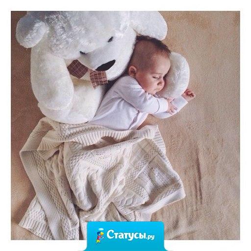 Нежный комочек, тепленький под боком, сопит, бормочет тоненько во сне. А я, обняв, скажу спасибо Богу - за то, что подарил ребёнка мне.