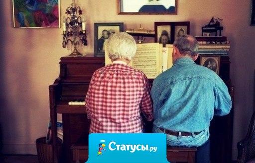 Семейная пара играет на фортепиано в четыре руки. Они вместе уже 72 года. И они достойны твоего лайка.