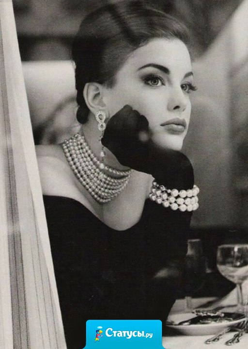 Красивая женщина всегда вызывает мысль, что у нее кто-то есть. В итоге она либо не достается никому, либо тому, кто ни на какую мысль не способен.
