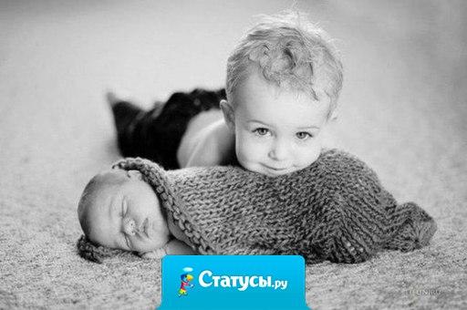Мама успокаивает плачущую новорожденную малышку, рядом 5-летний сын, спрашивает: - Мам, что она все время плачет? Мама: Ну, сынок, может у нее болит что-нибудь! Сын удивленно: - Да что там может болеть? У нее же все новое!!!