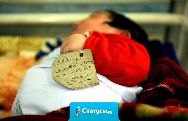 Вот он, самый дорогой браслет! Бирочка, на которой написано: Вес, рост и время рождения!:)