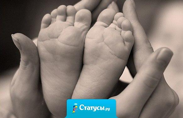 Нелёгкий труд детей рожать, растить, стирать пелёнки. Пусть будет героиней мать для каждого ребёнка! Пускай хранит Мария-мать всех женщин на планете. И не устанут мамам дети повторять: «Ты лучшая мамулечка на свете!»